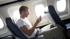 ANAC flexibiliza utilização de aparelhos eletrônicos em aeronaves brasileiras - http://showmetech.band.uol.com.br/anac-flexibiliza-utilizacao-de-aparelhos-eletronicos-em-aeronaves-brasileiras/