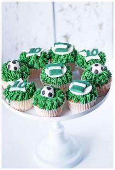 Taartjes-van-An-Nunspeet-cupcakes-voetbal.jpg