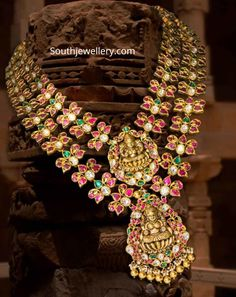 Indian Jewelry Sets, Indian Jewellery Design, India Jewelry, Gold Jewelry, Jewelery, Jewelry Design, Cartier Jewelry, Jewelry Tree, Designer Jewelry