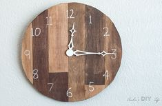 Learn how to make this easy DIY wood clock for the wall. This is such a great idea using scrap wood and look like a pallet wood wall clock. Full step by step tutorial for this wood wall clock project! Easy Small Wood Projects, Wood Projects For Beginners, Scrap Wood Projects, Wood Turning Projects, Woodworking Projects Diy, Lathe Projects, Woodworking Tools, Wall Clock Project, Wall Clock Kits