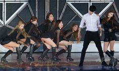韓国・ソウル(Seoul)で開催された、大手芸能事務所「SMエンターテインメント(SM ENTERTAINMENT)」所属のアーティストたちによるコンサートに登場した、ガールズグループ「少女時代(Girls' Generation、SNSD)」のメンバー(2014年8月15日撮影)。(c)STARNEWS ▼19Aug2014AFP|少女時代や東方神起、所属事務所のコンサートに出演 http://www.afpbb.com/articles/-/3023408 #소녀시대 #Girls_Generation #少女時代 #SNSD #غيرلز_جينيريشن #少女时代 #گرلز_جنریشن #Сунёшидэ เกิลส์เจเนอเรชัน