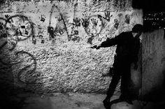 Christopher Anderson.VENEZUELA. Caracas. August 2004. Gun battle between Metropolitan Police and gangs from gang-controlled ne