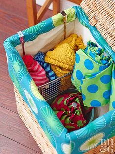 26 Ideas to Steal for Your Apartment: Employ hampers for more than just dirty clothes. Use them around your apartment for stashing umbrellas and hats, extra linens, or kids' toys. Small Apartment Bedrooms, Small Apartment Decorating, Small Apartments, Apartment Living, Small Spaces, Small Bedrooms, Living Room, Apartment Ideas, Small Bedroom Organization