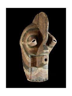 Les masques Bifwebe (kifwebe au singulier) font partie des objets de cérémonie de la société du même nom ( bwadi ka kifwebe ) qui joue encore aujourd'hui un rôle prestigieux parmi les Songyés de l'Est. Les membres de cette société sont les basha masende, détenteurs des connaissances nécessaires pour interagir avec les dieux. Les masques bifwebe sont portés avec un long costume et une longue barbe en fibre végétale.