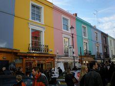 Vous souhaitez visiter le quartier de Notting Hill pendant votre séjour à Londres ? On vous donne les meilleures adresses, suivez le guide !