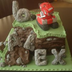 An amazing Dinotrux cake - Love the boulder letters and number! Truck Birthday Cakes, Dinosaur Birthday Party, 4th Birthday Parties, Birthday Bash, Birthday Celebration, Birthday Ideas, Happy Birthday, Dinotrux Cake, Cupcakes For Boys
