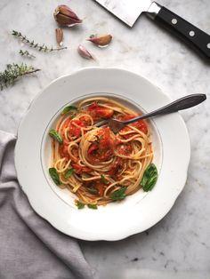 Addio pomidory. Spaghetti z sosem z pieczonych pomidorów Spaghetti, Japchae, Meal Planning, Pasta, Meals, Ethnic Recipes, Food, Meal, Essen