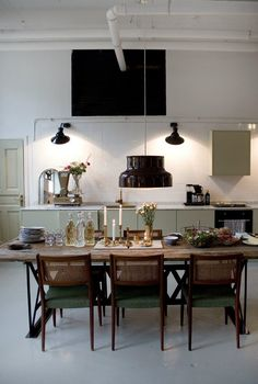 American Home Interior Dining room inspo.American Home Interior Dining room inspo Rustic Kitchen Design, Dining Room Design, Dining Room Inspiration, Interior Inspiration, Decoration Inspiration, Küchen Design, House Design, Loft Design, Interior Decorating