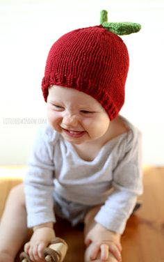 Celebrate Fall with an adorable Apple Hat Knitting Pattern from Little Red Window Design. This cute red baby hat is a quick and easy knit and SO cute! Baby Hat Knitting Pattern, Baby Hats Knitting, Knitting For Kids, Knitting Projects, Knitted Hats, Sewing Projects, Baby Apple, Fall Hats, Rainbow Crafts