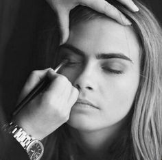 Power brow: recent beauty trend based on creating a fuller, thicker eyebrow shapes (like Cara Delevingne).  This term has been created by Benefit UK head makeup artist and brow expert Lisa Potter-Dixon... read more on my blog :)
