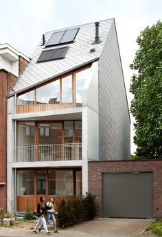 House VP-VA by Graux & Baeyens architecten Scandinavian Architecture, Minimalist Architecture, Contemporary Interior Design, Contemporary Architecture, Design Exterior, Narrow House, Roof Architecture, Minimalist Home, Tiny House