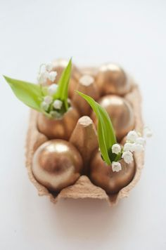 Golden Egg Vases - 40 Beautiful DIY Easter Centerpieces to Dress Up Your Dinner Table