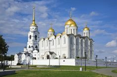 4-Day Golden Ring Tour from Moscow 			Explore Russia's Golden Ring on a 4-day tour of the region from Moscow! Visiting seven of the old fortified Golden Ring towns, this exciting experience combines sightseeing tours with plenty of free time. See onion-domed cathedrals, whitewashed city walls and pretty wooden architecture, as well as UNESCO-listed sites like Trinity Lavra Monastery of St Sergius in Sergiev Posad. Enjoy overnight accommodation in Vladimir, Kostroma and Rostov-...