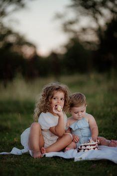 HURGOIU FAMILY Love Photography, Wordpress Theme, Good Times, Storytelling, Couple Photos, Couple Shots, Couple Photography, Couple Pictures