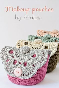 Tejidos - Knitted - Makeup crochet pouches by Anabelia, free pattern Crochet Pouch, Crochet Diy, Crochet Amigurumi, Love Crochet, Crochet Gifts, Crochet Stitches, Crochet Hearts, Crochet Handbags, Crochet Purses