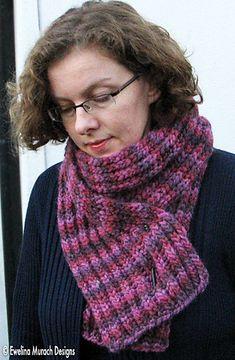 Gratis patroon voor makkelijk te breien sjaal in brioche steek - beide zijden zijn identiek. Snel klaar (dikke wol en breinaald nr 8). Nodig: 3 strengen Malabrigo Chunky kleur: Velvet Grapes zie www.wolwereld.be