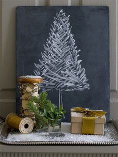 Simple chalkboard Christmas tree and other fantastic Christmas decorating ideas