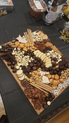 Its always a good time for a Chocolate Charcuterie board! - January 02 2019 at - Good - and Inspiration - Yummy Recipes Ideas - Paradise - - Vegan Vegetarian And Delicious Nutritious Meals - Weighloss Motivation - Healthy Lifestyle Choices Charcuterie Recipes, Charcuterie Platter, Charcuterie And Cheese Board, Chocolates, Dessert Platter, Party Food Platters, Trader Joes, Winter Desserts, Dessert Recipes