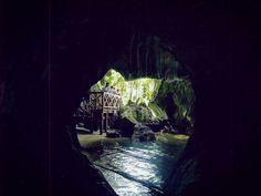 """@tetealler.wanderlust on Instagram: """"Cuevas de la Línea en el parque nacional de los Haitises. Con sus mágicas leyendas, tesoros y petroglifos de antiguos Indios Taínos te…"""" Travel Inspiration, Journal, Painting, Instagram, Art, Indian People, Caves, National Parks, Legends"""