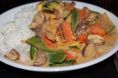 Laura zeigt uns die Koch-Highlights ihrer Woche, unter anderem dieses GEmüsecurry mit Kokosmilch und Reis.
