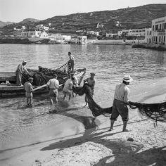 Aegean Memories: Photographer Robert McCabe Talks to Yatzer Mykonos Island, Mykonos Greece, Crete Greece, Athens Greece, Greece Pictures, Old Pictures, Vintage Pictures, Old Time Photos, Greek Isles