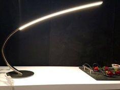 Lampe à poser arc design REDON, en acier chromé, éclairage LED