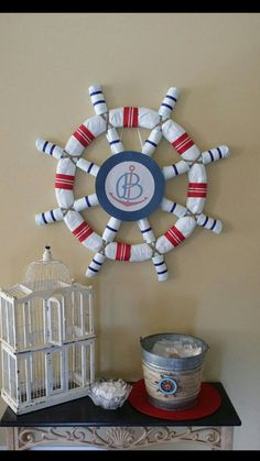 Nautical diaper cake DIY ideas for baby boy and baby girl | How to make diaper cake - easy tutorial & instructions | Nautical themed baby showers are hot right now and this Ship Wheel is a show…