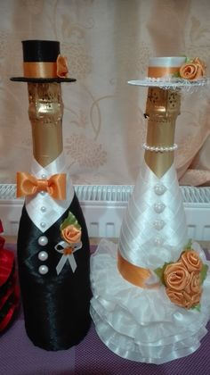 wedding bottle decoration,decorative bottles,bride and groom wine bottle covers,pimped bottles wedding,wedding decoration Wine Bottle Covers, Wine Bottle Art, Wine Bottle Crafts, Wedding Wine Bottles, Birthday Centerpieces, Card Box Wedding, Decor Crafts, Creations, Bottles And Jars