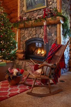 Tour this beautiful log cabin - love the stone fireplace with a roaring fire kellyelko.com #christmas #christmasdecor #christmasdecorating #christmastree #christmasmantel #fireplace