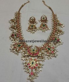 Latest Collection of best Indian Jewellery Designs. Pearl Bridal Jewelry Sets, Pearl Jewelry, Wedding Jewelry, Beaded Jewelry, Gold Jewelry, Indian Jewellery Design, Jewelry Design, Metal Clay Jewelry, India Jewelry