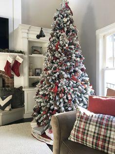 Flocked Artificial Christmas Trees, Flocked Christmas Trees Decorated, Red And Gold Christmas Tree, Merry Christmas, Flocked Trees, Traditional Christmas Tree, Christmas Tree Design, Christmas Tree Themes, 12 Foot Christmas Tree