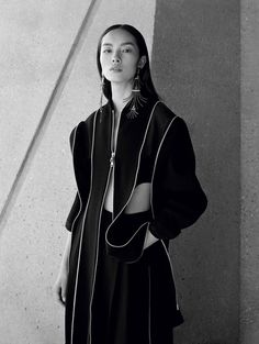 Transparencies Publication: Vogue China January 2017 Model: Fei Fei Sun Photographer: Ben Toms Fashion Editor: Robbie Spencer Hair: Ramsell Martinez Make Up: Lottie PART II Fei Fei Sun, Vogue China, Image Fashion, China Fashion, Fashion Details, Spencer, Sun And Stars, Toms, Fashion Poses