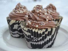 Kotikokista löydät ohjeet siihen, miten suklaamuffinit valmistetaan. Reseptiä katsottu 20787 kertaa. Katso tämä ja sadat muut reseptit sivuiltamme! Muffins, Food And Drink, Pudding, Cupcakes, Cookies, Baking, Breakfast, Desserts, Koti