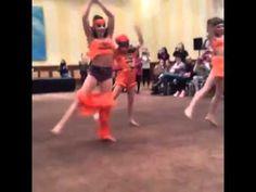 Dance Moms 'Stomp The Yard' Kendall's Pants Fall Down Watch Dance Moms, Dance Moms Funny, Dance Moms Girls, Dance Moms Videos, Dance Moms Confessions, Dance Mums, Mom Cake, Group Dance, Kendall Vertes