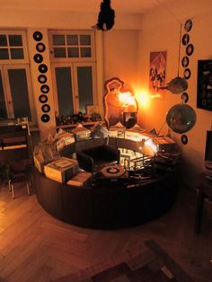 P L A T T E N K R E i S E L /// 2012 /// circular vinyl record shelf…