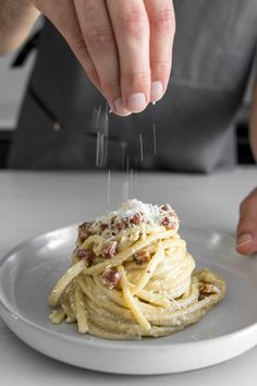 Classic Creamy Carbonara with Pancetta Spaghetti alla Carbonara Recipe - With just a few quality ingredients and taking about 20 minutes to make, our Classic Creamy Carbonara is simple, elegant and guaranteed to make your eyes roll back in pure bliss with Healthy Italian Recipes, Real Food Recipes, Cooking Recipes, Quick Meals To Make, Easy Meals, Spaghetti Recipes, Pasta Recipes, Creamy Spaghetti, Pasta Dishes