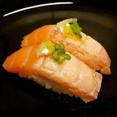 Two faces  #sushi #sushiporn #sushibar #foodies #food #nigiri #salmon #sake #aburi #negui #citybell #laplata #argentina by edgar_kuda