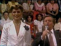 """Amador Bendayan.  Presente en tv desde 1954. En los 60, condujo una parodia The Amador News en Radio Caracas Televisión Este mismo año, le ofrece conducir un programa de variedades de larga duración,el cual se llamó """"Sábado Espectacular"""". Bendayán permanece en este espacio, hasta 1971 cuando fue contratado por Venevisión para conducir Sábado Sensacional desde 1972. En este programa que Amador Bendayán se convierte en la personalidad más popular y reconocida de la tv. venezolana."""