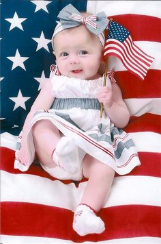 of July picture. Going to do this with my kids. They are older but could do with a head shot only! I love this but I wouldn't lay the baby on the flag! Newborn Pictures, Baby Photos, Summer Baby Pictures, Kid Pictures, Children Photography, Newborn Photography, 4th Of July Photography, 4th Of July Photos, Foto Fun