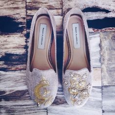 In love with the work of this very talented Lebanese designer Embroidered flat shoes Tory Burch Flats, Buy Shoes, Ring Necklace, Tweed, Espadrilles, Loafers, Heels, How To Wear, Stuff To Buy