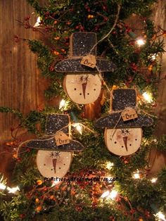 Do it Yourself Wood Crafts Can Be An Engrossing Hobby Country Christmas Crafts, Primitive Christmas Ornaments, Christmas Stocking Holders, Christmas Ornament Crafts, Prim Christmas, Wood Ornaments, Xmas Crafts, Christmas Projects, Christmas Decorations