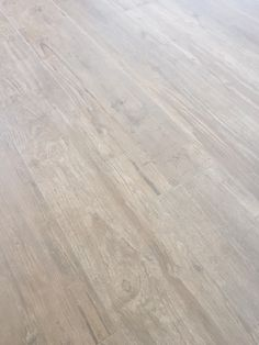 Houtlook tegels atlas concorde axi Brown chestnut. Mooie tegel. Beperkt patroon voor een rustig beeld. Hardwood Floors, Flooring, Concorde, Home Interior Design, Tile Floor, New Homes, House, Inspiration, Home Decor