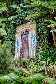 Magic door, Jardim Tropical, Funchal, Madeira, Portugal  http://www.travelandtransitions.com/destinations/destination-advice/europe/madeira-portugal/