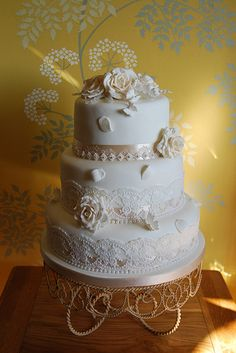 vintage style ivory and champagne wedding cake