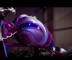 Custom Motorcycle Paint Jobs, Custom Paint Jobs, Custom Art, Custom Bikes, Air Brush Painting, Car Painting, Motos Harley Davidson, Helmet Paint, Motorcycle Tank