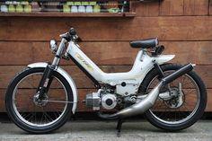 Custom Moped, Custom Bikes, Puch Moped, Brat Cafe, Honda Cub, Motorcycle Engine, Bike Ideas, Vespa, Cars And Motorcycles