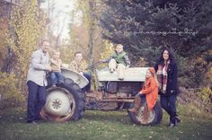 Family photo on a tractor.and we have an old tractor available! Family Picture Poses, Fall Family Photos, Family Posing, Family Pictures, Family Portraits, Senior Pictures, Autumn Photography, Family Photography, Toddler Photography