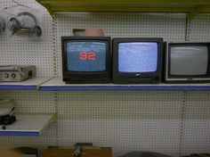 vaporwave frases like a random shop in salton sea dont forget to if you want daily dope nostalgic posts on your feed Retro 4, Design Set, Vaporwave, Tv Anime, Petra Collins, 80s Aesthetic, Aesthetic Vintage, Aesthetic Pictures, Kitsch