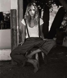 Erin Wasson boho style. Suspenders, t-shirt, wide leg pants, rolled cuffs. Perfect mix of masculine and feminine.