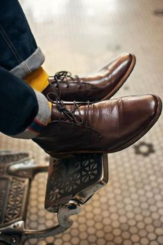 cuffed dark denim, yellow socks and brown desert boots.